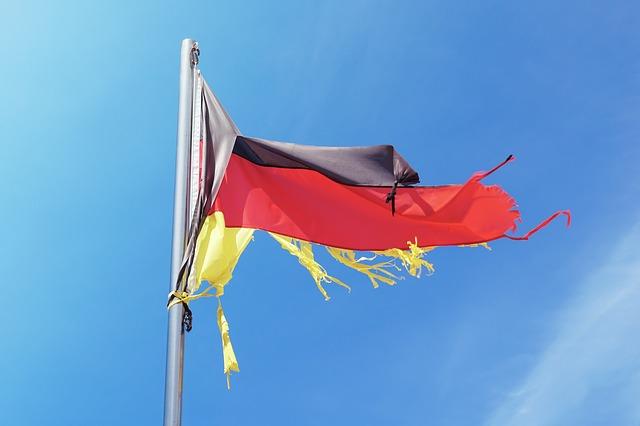 Zerrissene Flagge der BRD