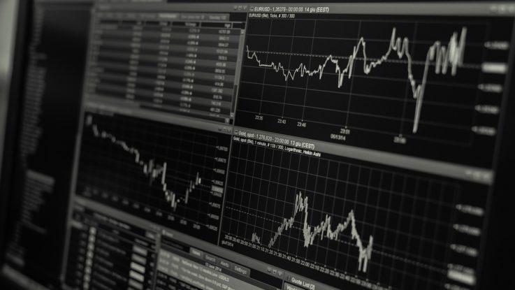 Handelsbildschirm mit Charts