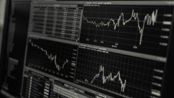 Trading-Bildschirm mit Charts