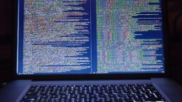 Code einer Software auf Bildschirm