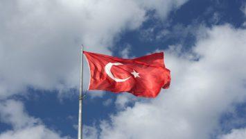 Flagge Türkei weht im Wind