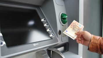 Verfügung von Bargeld am Geldautomaten