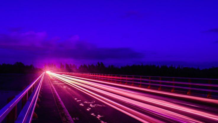 Geschwindigkeit auf Datenautobahn im HFT-Trading