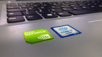 NVIDIA Schild auf Laptop