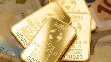 Goldbarren und Geld